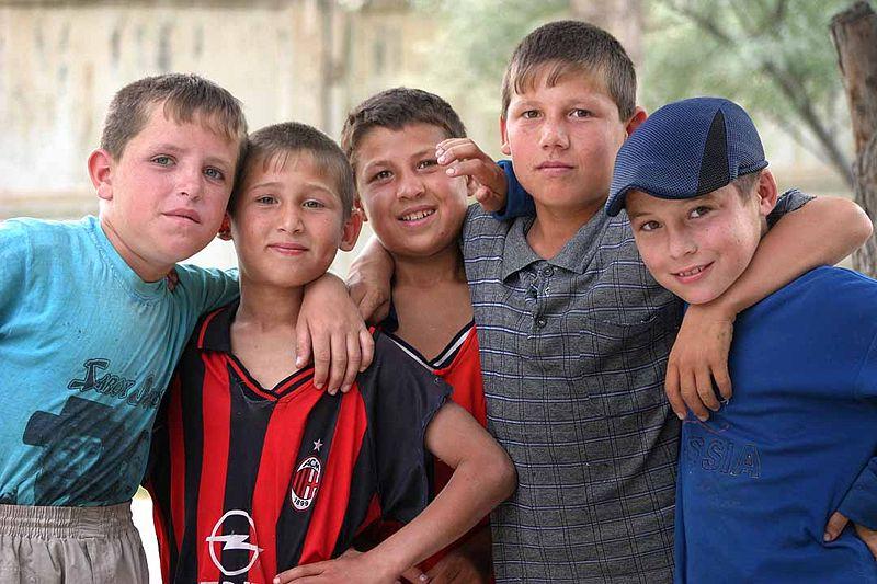 پسران از قوم پارسی زبان و ایرانی تبار تاجیک